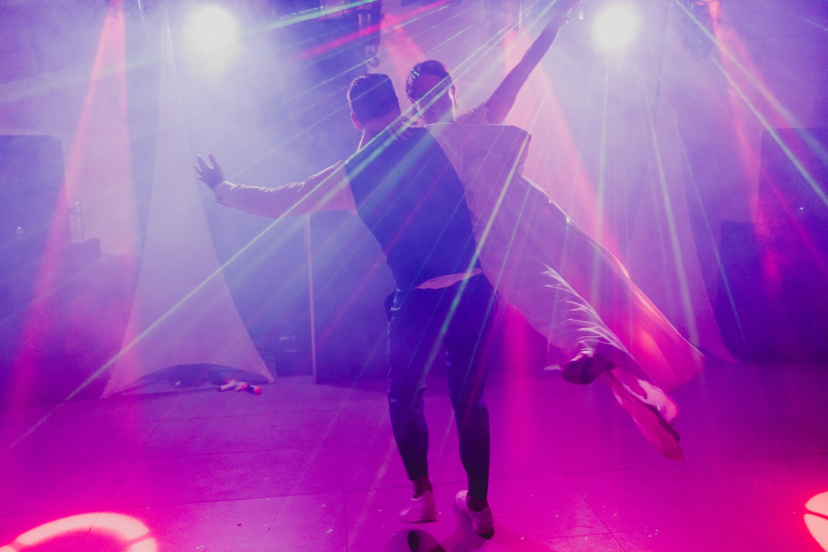 Beau porté ouverture de bal La Dolce Vita Organisation de Mariages Toulouse.jpg