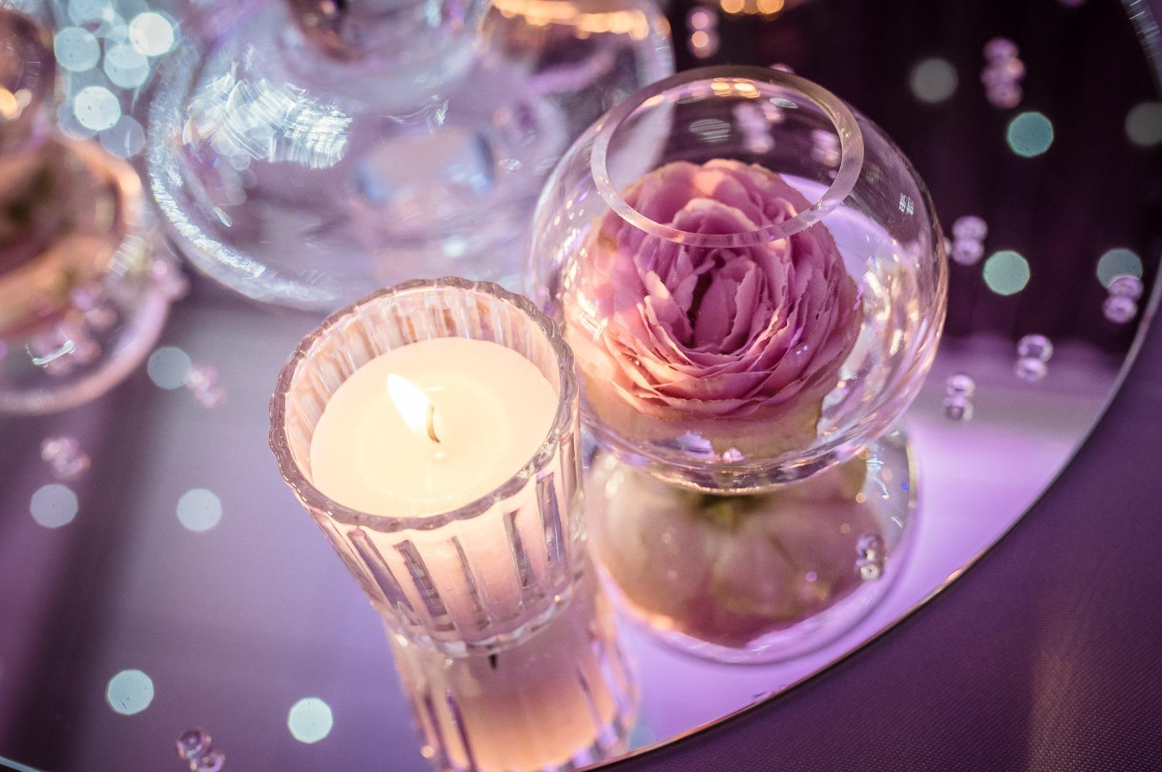 Bougie miroir et rose La Dolce Vita organisation de mariages Toulouse.jpg