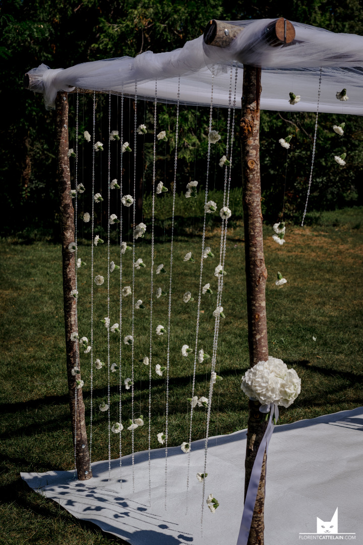 cérémonie arche bouleau et fleurs - mariage domaine Montjoie toulouse - wedding planner toulouse la dolce vita