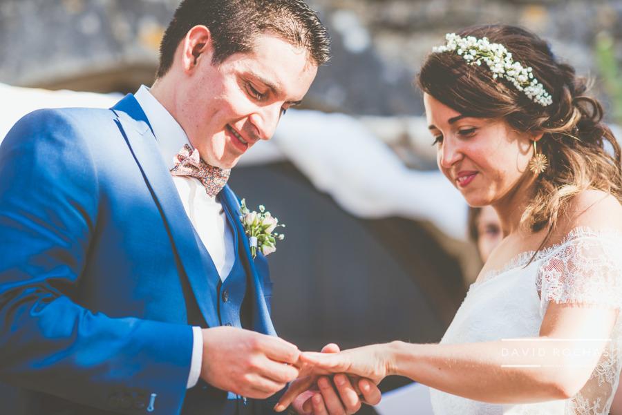 cérémonie échange alliances - mariage organisatrice La Dolce Vità, Château de Rousillon, mariage Lot