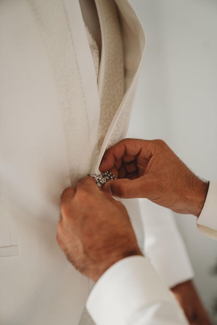 Costume du marié blanc La Dolce Vita Organisation mariage Toulouse.jpg