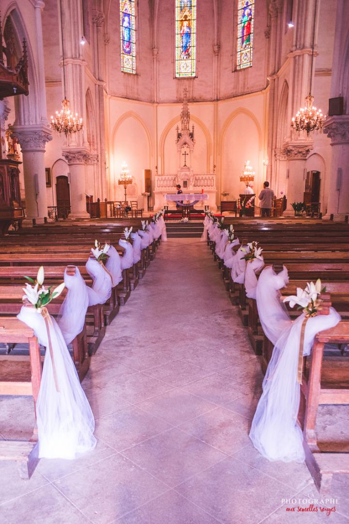Déco église avec lys - la dolce vità, château saint louis, mariage Montauban Toulouse