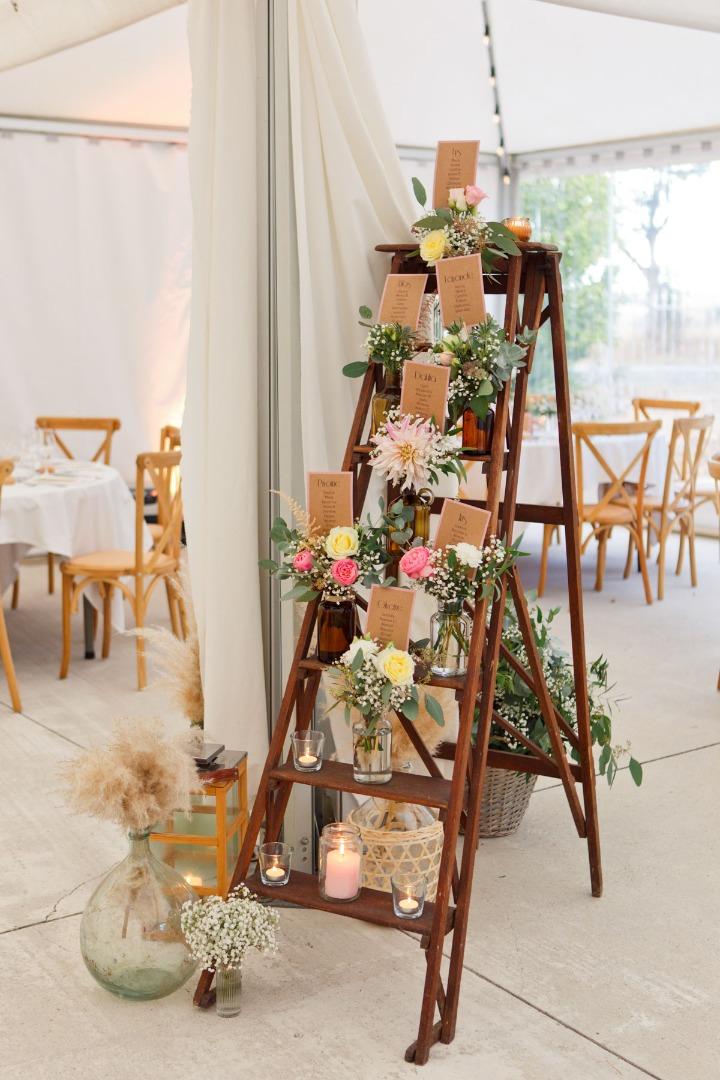 Déco étagère fleurie bois La Dolce Vita Toulouse organisatrice de mariage.jpg