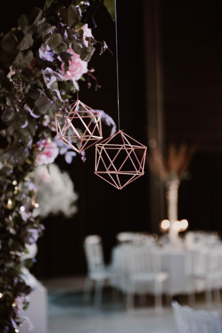 Déco pendante rose gold géométrique La Dolce Vita Occitanie.jpg