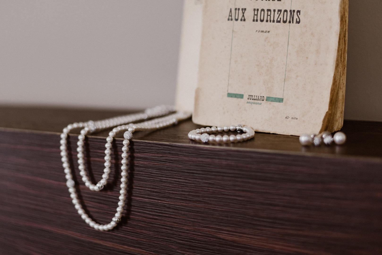 Décoration vintage collier de perles La Dolce Vita organisation mariage Toulouse.jpg