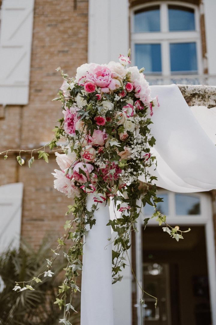 Détail arche fleurie La Dolce Vita Organisation Mariage Toulouse.jpg