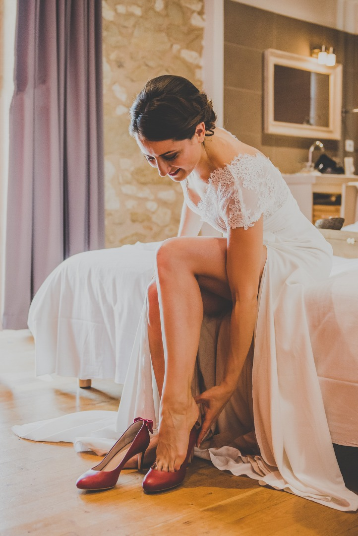 Habillage mariée chaussures - La Dolce Vità organisation mariage Auch.jpg