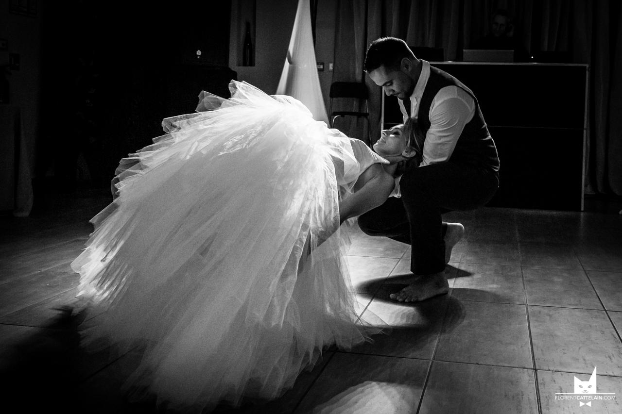 Jeux de lumière pendant la danse des mariés