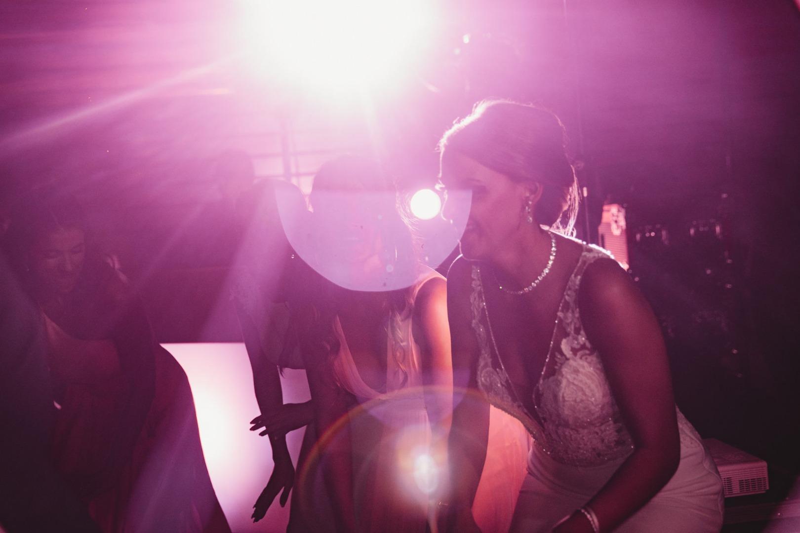 Lumière de soirée de mariage