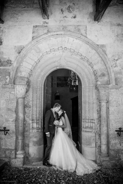 Mariés devant église