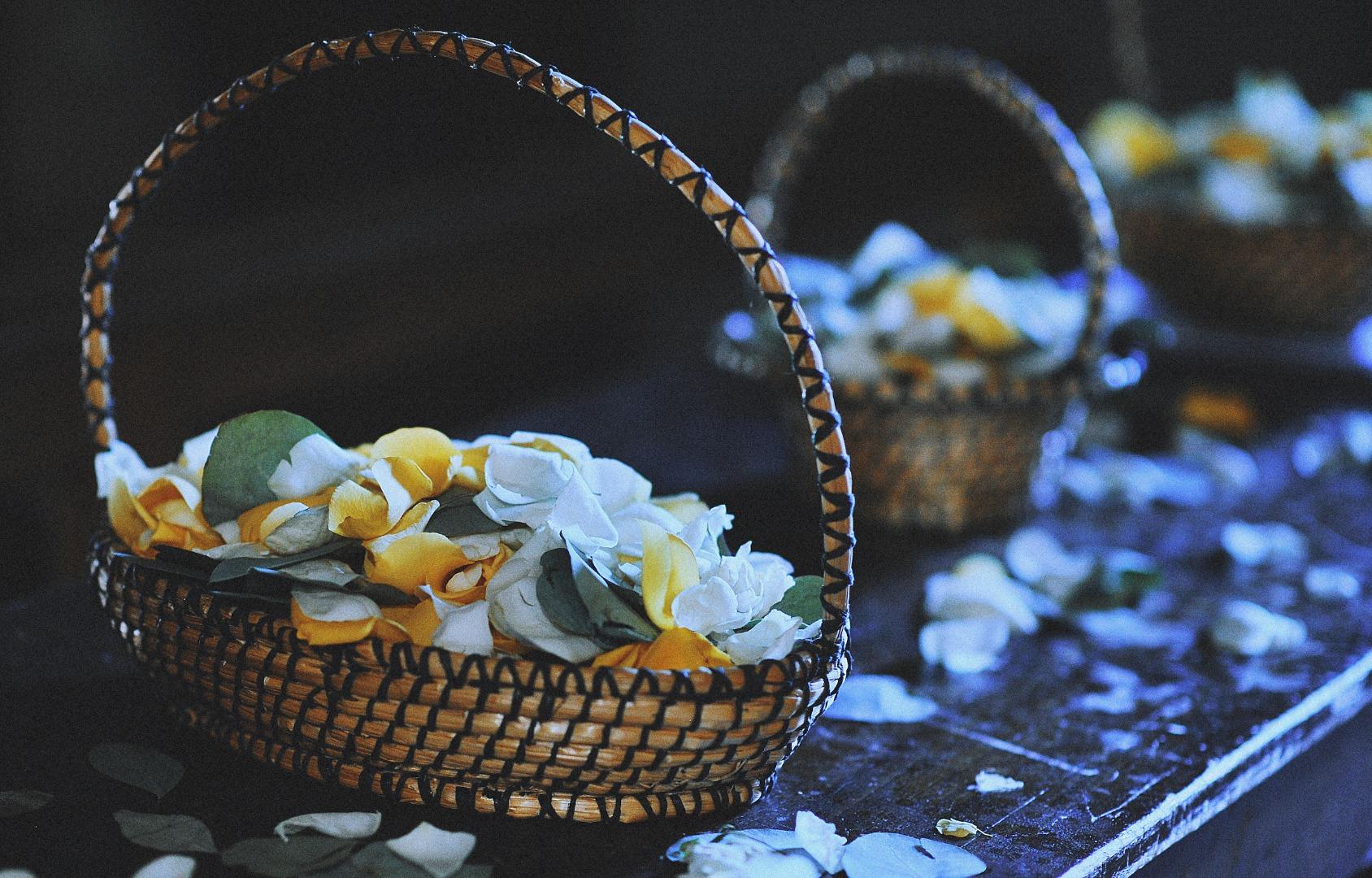 Panier jeté de fleurs La Dolce Vita Organisation Mariage Toulouse.jpg