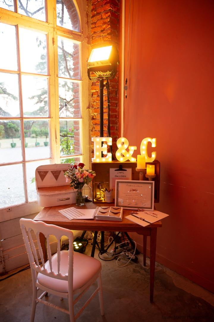Déco table dons mariage - mariage organisatrice La Dolce Vità, Château de Rousillon, mariage Lot.jpg