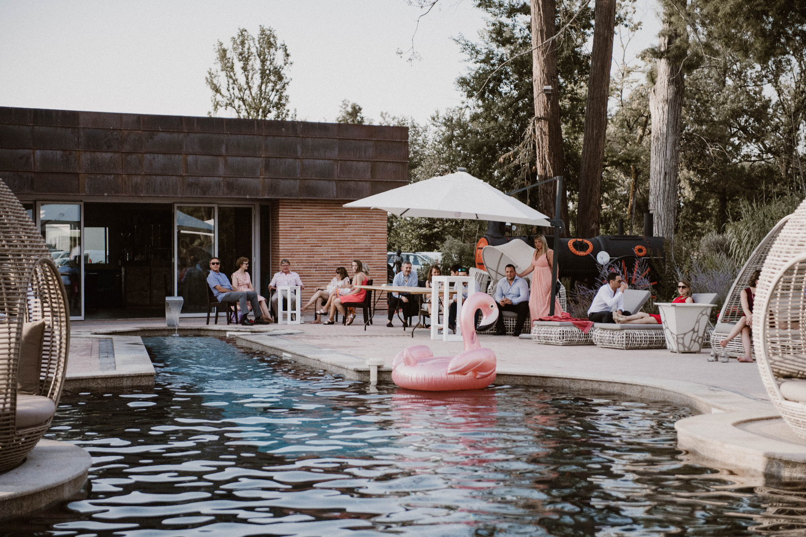 vin d'honneur au bord piscine - mariage Toulouse organisatrice la dolce vita château de la Garrigue