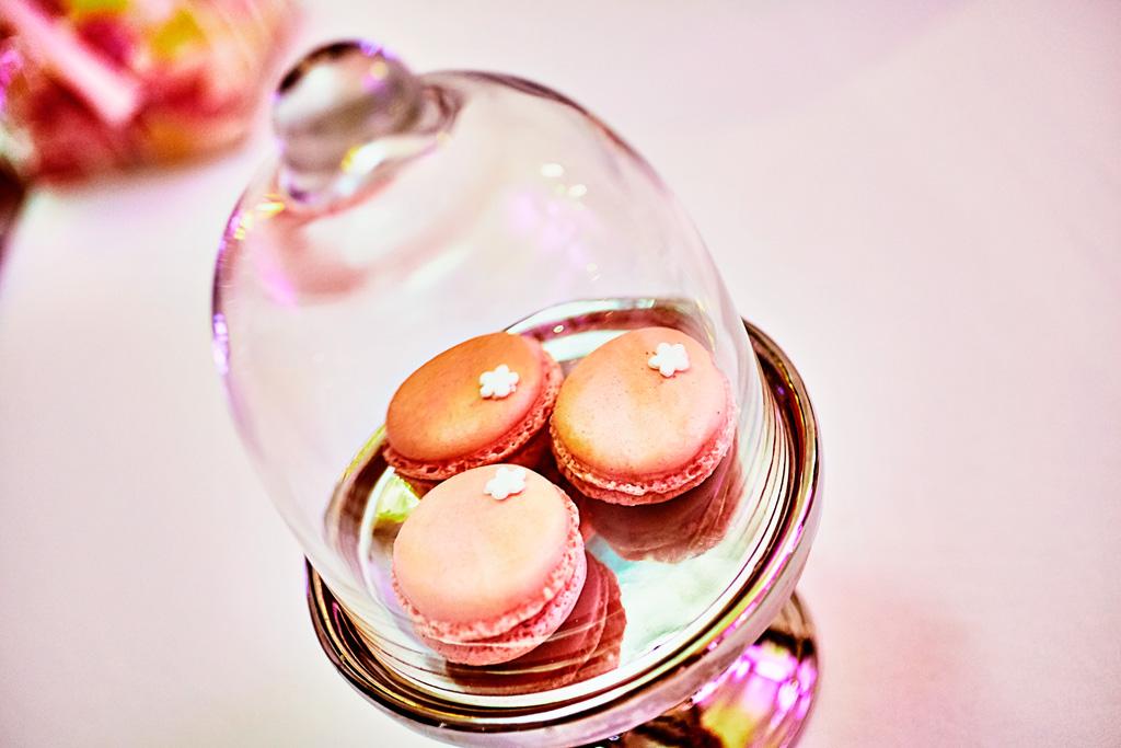 Wedding Cake macarons sous cloche